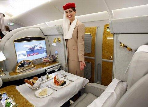 480_Emirates-Flight-Attendant-600x400