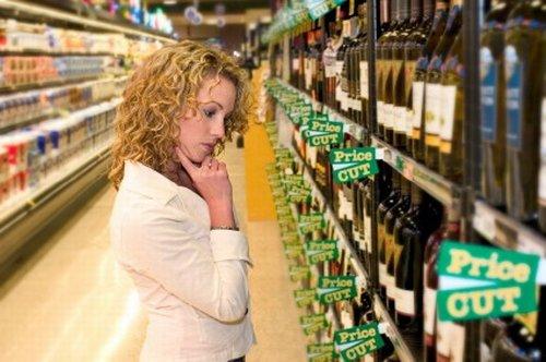 500_women-buy-wine